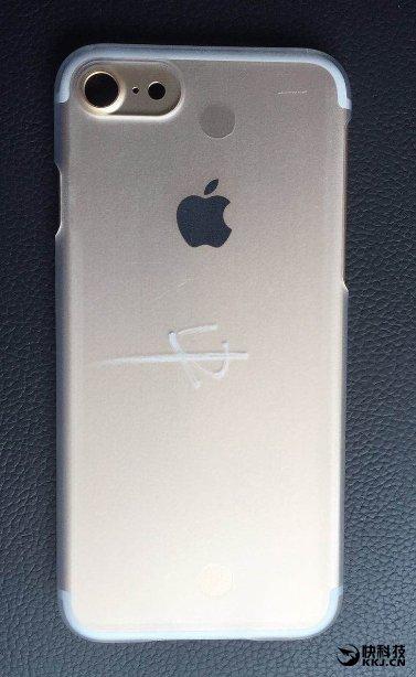 富士康内部拍摄的最新 iPhone 7 谍照曝光